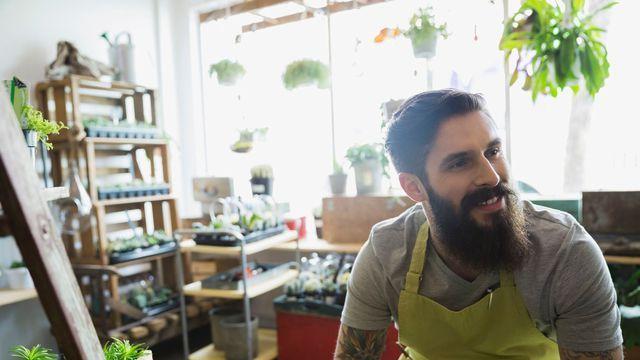 """Les coopératives d'activités et d'emploi (CAE) offrent à la fois un lieu et un statut aux porteurs de projet qui peuvent devenir """"salariés-entrepreneurs"""" de la coopérative."""