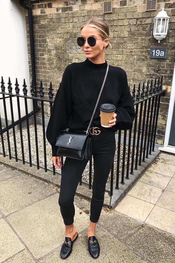 Mode femme casual chic, style tout en noir avec un pantalon noir, pull noir,  mules noires Gucci et sac Ysl noir