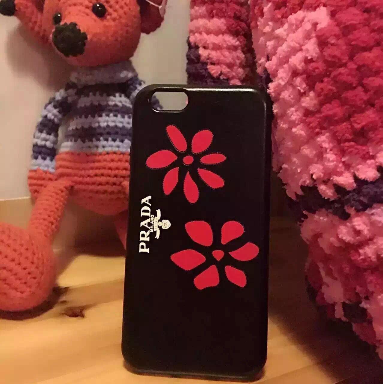 iphone7 7 plus ケース プラダ 新作 人気の可愛いアイフォンケース prada 財布型などいろいろ リアーナ愛用 モバイルデザイン お洒落に差をつける ケース 7plus ケース 携帯カバー