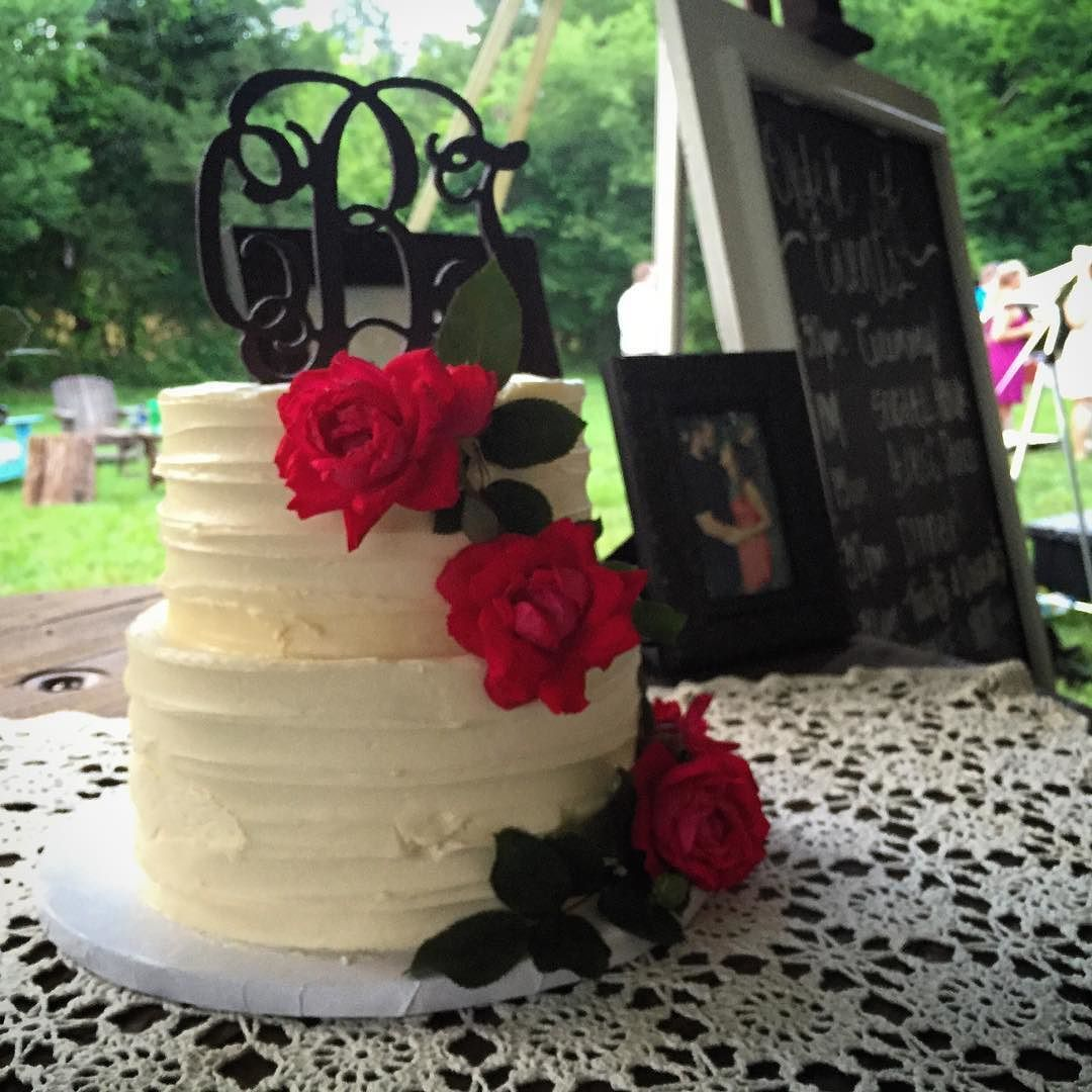 The beautiful cake for Tiffany and Clifton! Congratulations to you. It was an amazing day. #weddingvideo #weddingday #rva #varina #richmondva #rvabride #wedding #weddingcake #weddingmovie
