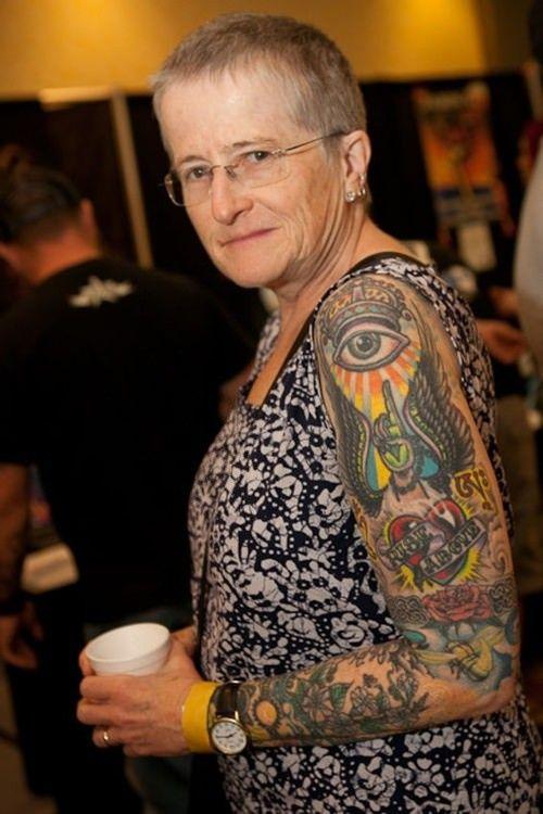Tattoos mit alte frauen Tattoo Schriften