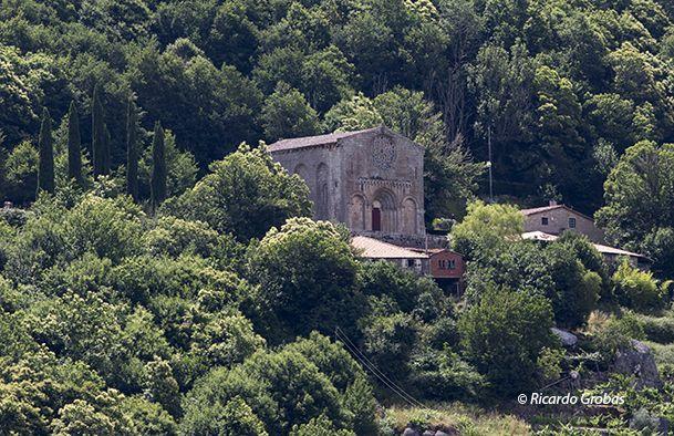 Iglesia de Santo Estevo de Ribas do Miño, en el término de O Saviñao.