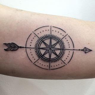 compass tattoo tatouages pinterest tatouage de boussole rose des vents et tatouages. Black Bedroom Furniture Sets. Home Design Ideas