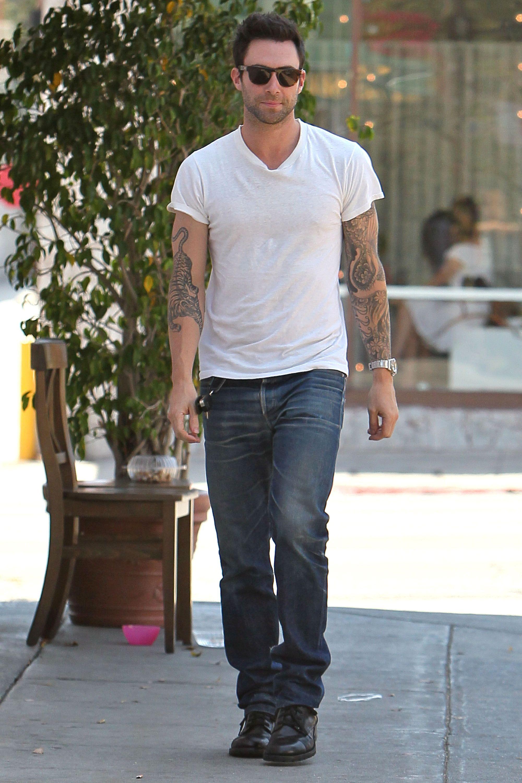 Hot guys in white T-shirts: Adam Levine :) | Eye Candy ...