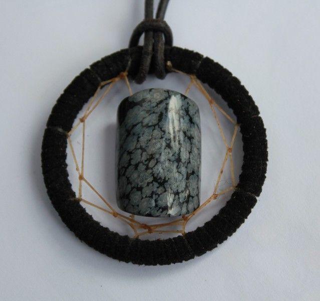 Handgefertigte Traumfänger Halskette    Ein ausgefallenes - einzigartiges Schmuckstück für Jung und Alt  SCHNEEFLOCKENOBSIDIAN  Ein Metallring umwickelt mit  schwarzem Ve