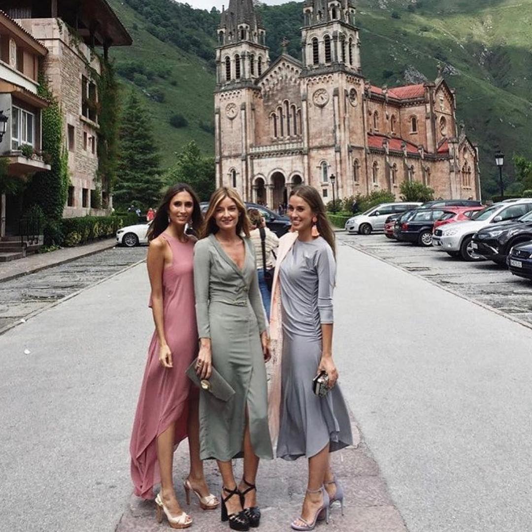 """444972f61 Margarita de Guzmán on Instagram  """"La sencillez de la elegancia!! Invitadas  maravillosas en un entorno de ensueño... Siempre ideal  bolfate   cristinitadc y ..."""