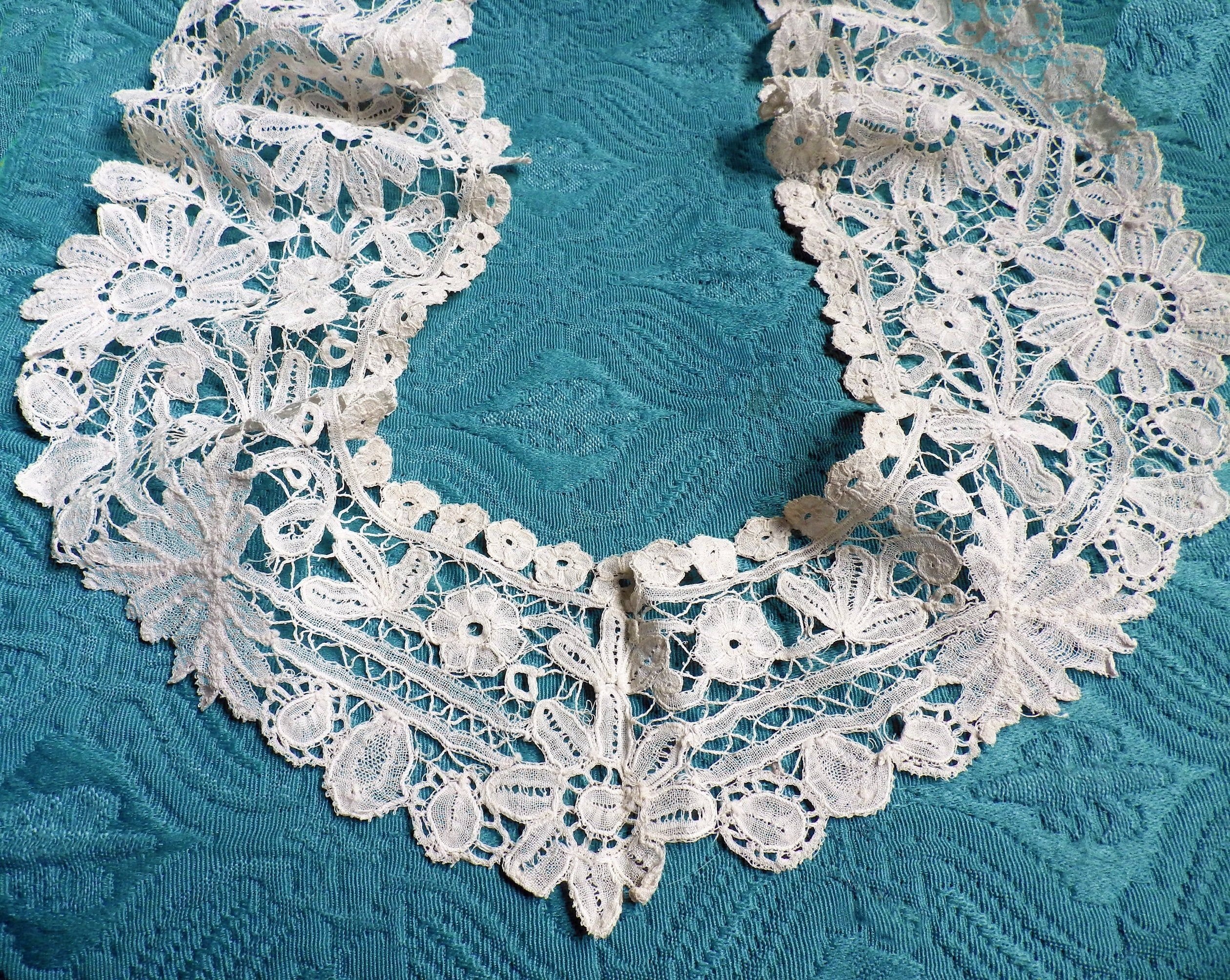 Collectible Victorian or Edwardian Fashion Gorgeous Antique White Lace Collar museum quality
