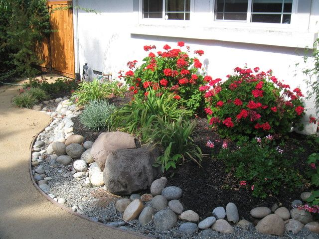 Garden low maintenance landscaping ideas front yard for Low maintenance plants for front of house