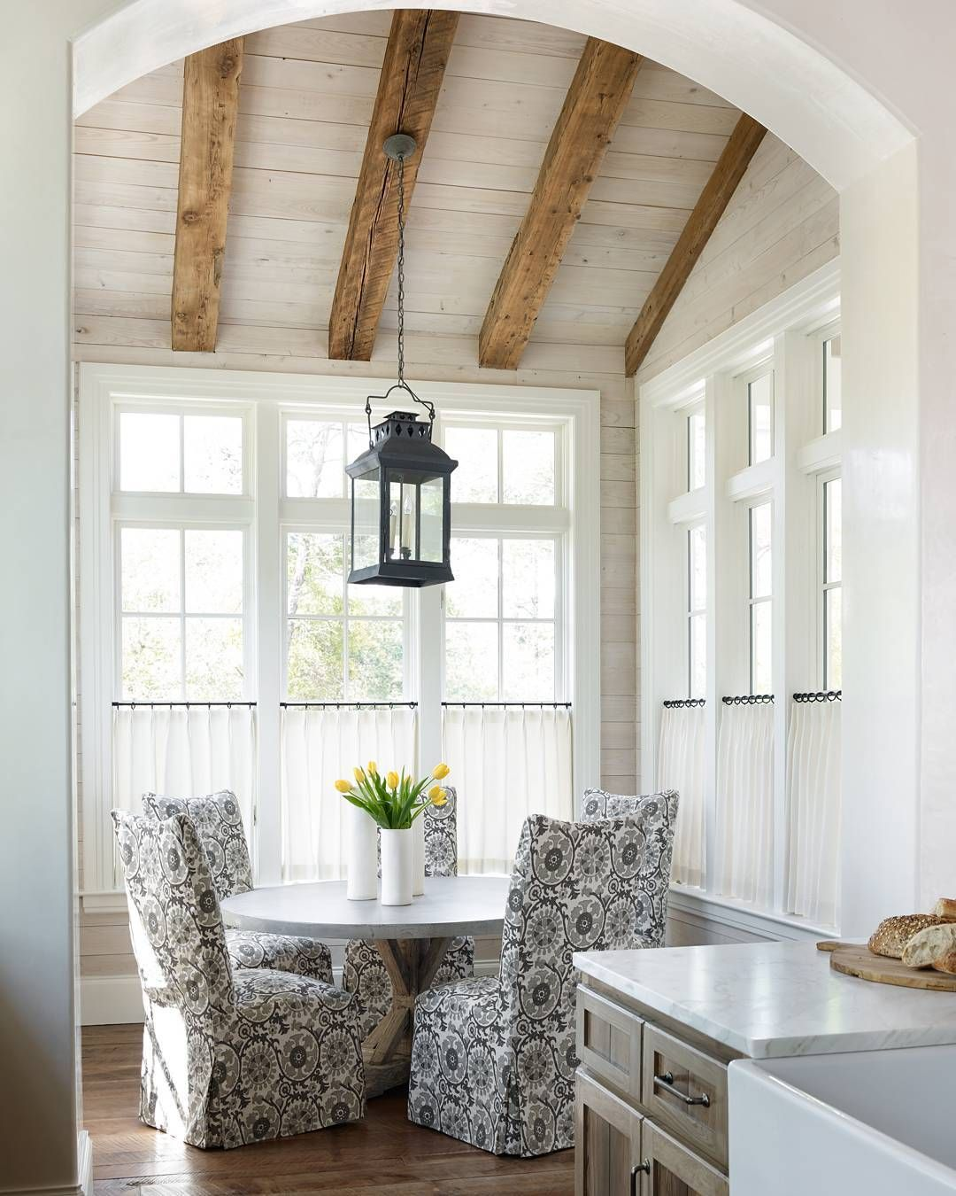 Sunroom Dining Room: I Like This Lighting Idea For A Breakfast Nook