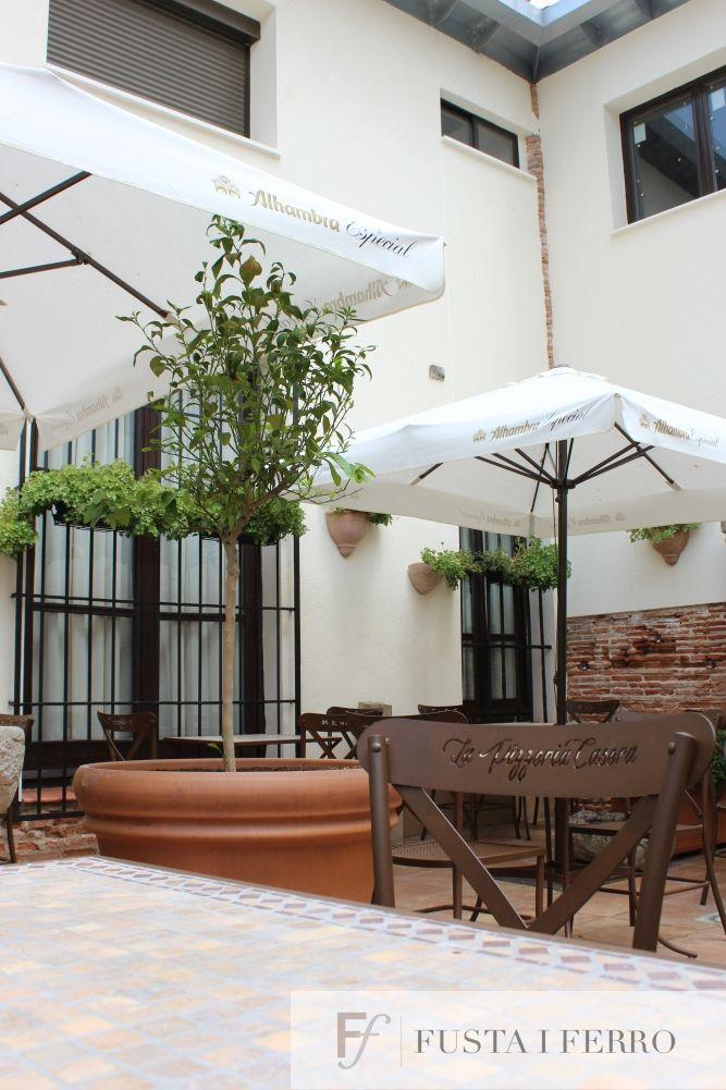 Terraza De La Pizzeria Casera En Alcala De Henares Muebles De Forja De Www Fustaiferro Com Decoracion Pizzeria Terraza Patio Patio Umbrella Outdoor Decor