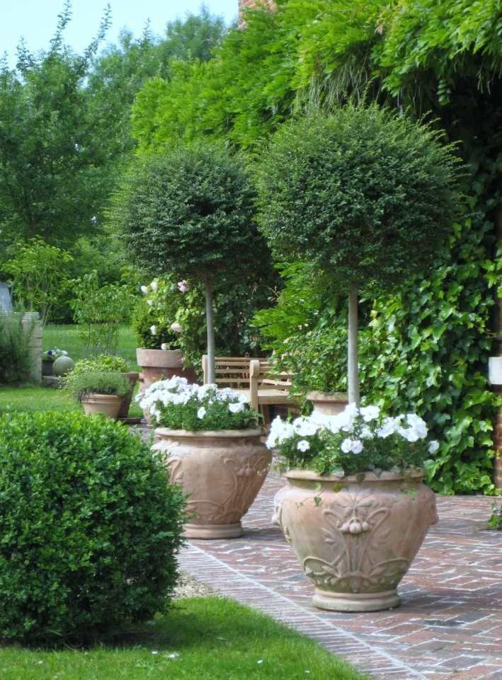Terrasse et jardin fleuri du Pré des Colombiers | Terrasse ...