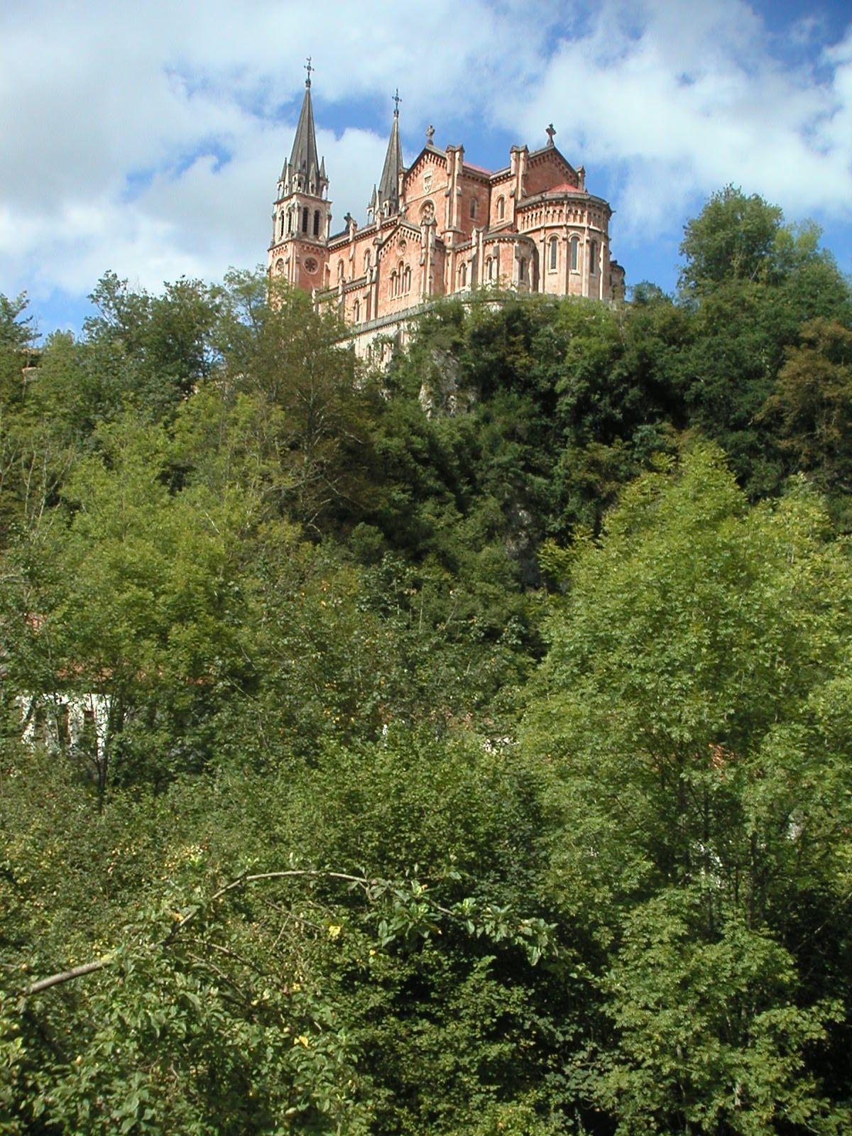 * Basílica de Santa Maria la Real *  Covadonga, Astúrias. Espanha.