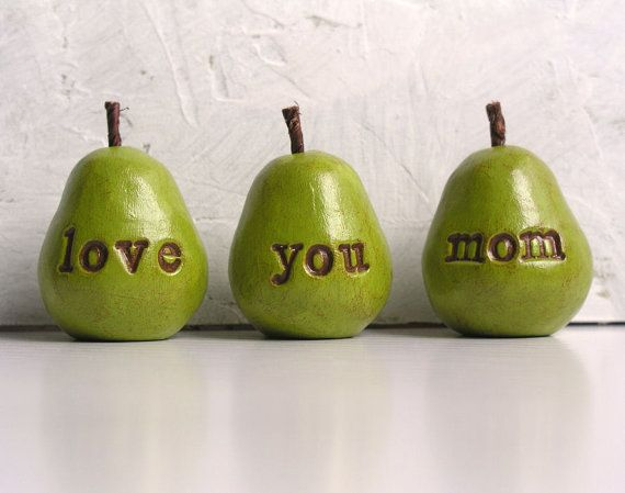 Mothers Day gift  for mom ... love you mom ...Three handmade decorative polymer clay pears ... green, Ready to ship op Etsy, 23,78 €