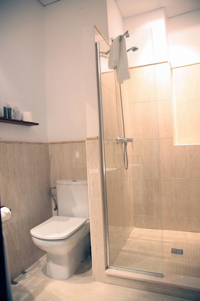 Nuestros apartamentos y estudios turisticos -- Apartamentos Turisticos Rey de Sevilla, en Plaza de San Gil nº 2, frente a la Parroquia de San Gil y a la vera de la Basilica de la Macarena, Sevilla  -- Tel.: 954.91.58.00  --   Email: reservas@apartamentosreydesevilla.com  --   www.apartamentosreydesevilla.com