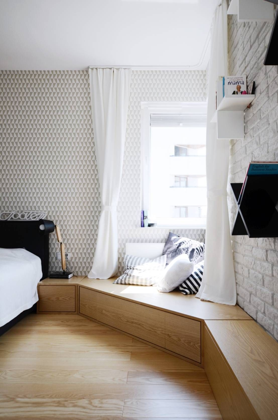 Camera da letto in stile scandinavo di Devangari Design | Mansarda ...