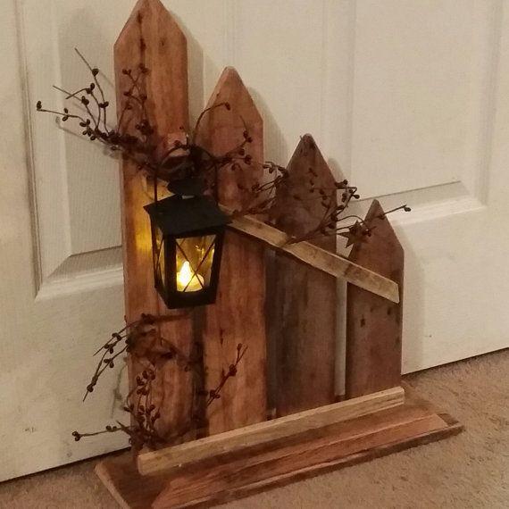 Dieser Lattenzaun primitive Landdekor besteht aus Altholz Es hat - gartendekoration aus altem holz