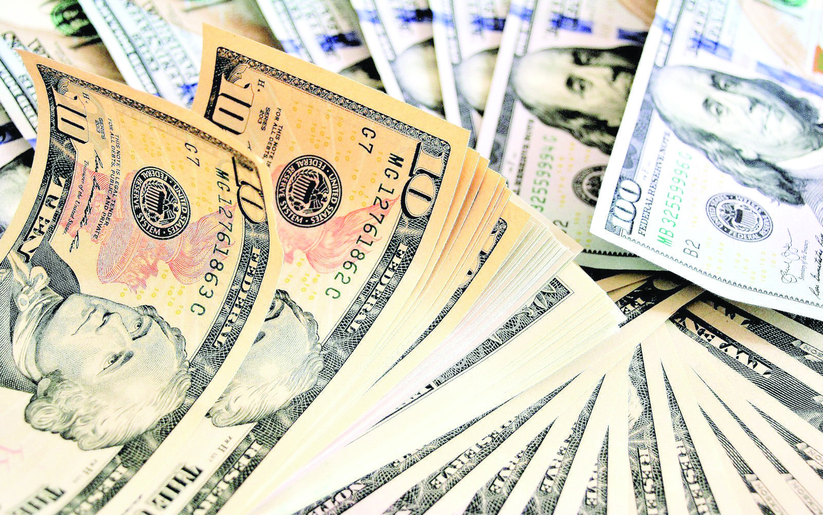 Dólar tem forte alta e fecha acima de R 5 pela 1ª vez em