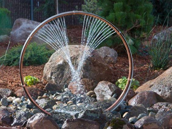 Gartenbrunnen selber machen - Wasserspiele aus Fahrradfelge und - garten steinmauer selber bauen