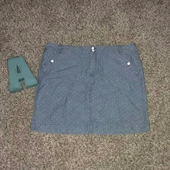 Tommy Hilfiger Chambray Polka Dot Skirt Size 16 Brand new Tommy Hilfiger Chambray skirt. Polka dot print. Size 16 Tommy Hilfiger Skirts Midi