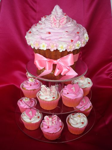 1st Birthday Giant Cupcake with cupcakes Small cupcakes Giant