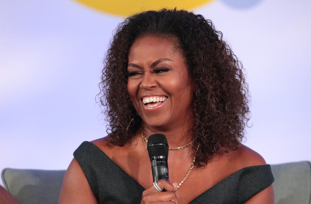 Michelle Obama Applauded For Rocking Her Natural Curly Hair While Speaking At The Obama Summit Michelle Obama Curly Hair Styles Naturally Curly Hair Styles