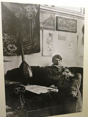 Picasso and his Siamese cat, Minou.