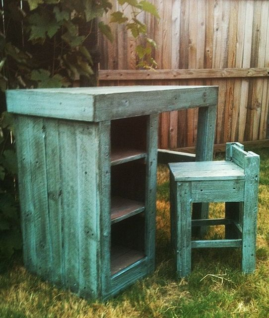 Repurposed And Upcycled Farmhouse Style Diy Projects: Upcycled Barn Wood KIDS DESK, Craft Table, Work Bench With
