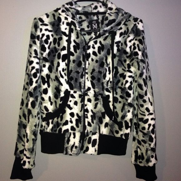 NWT ANIMAL PRINT HOODIE Perfect condition ... Fleece /faux fur material.. Has tags ... SIze SMALL a Petite small.. Jackets & Coats
