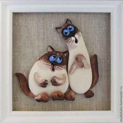Эта парочка котов разместилась на льняной ткани - экологически чистом материале. Панно будет прекрасно смотреться в любом интерьере. Работа на заказ  Подарок маме Подарок подруге Подарок любимой Ярмарка мастеров.