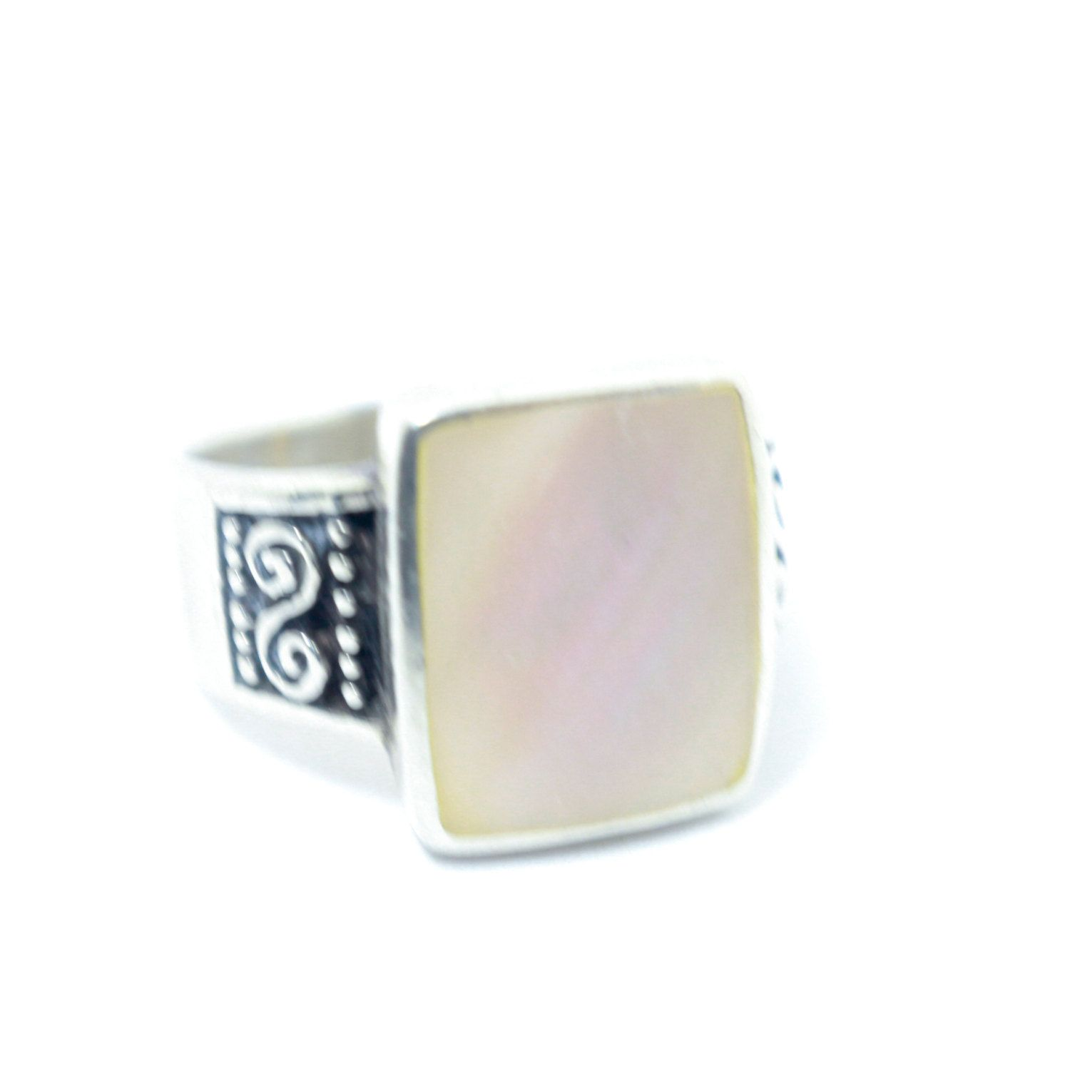 Shimmery Pale Pink Mother of Pearl and Silver Ring with Sterling Silver Details On the Band and Classic Southwestern Silver // Size: 7