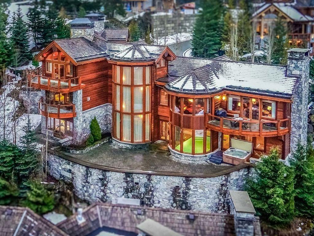 The Villa Skiin/Out 6 Bedroom Luxury... HomeAway Brio