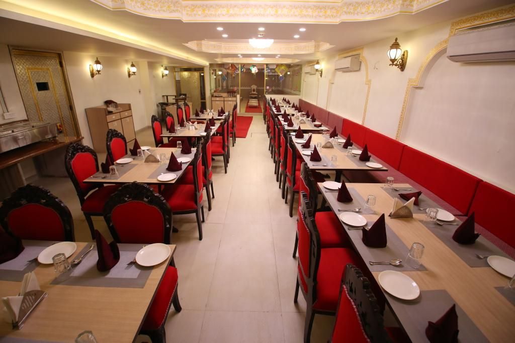 radhey ki haveli fine dining restaurant in khatu,khatu shyam hotel,best hotel in khatu,hotel booking in khatu