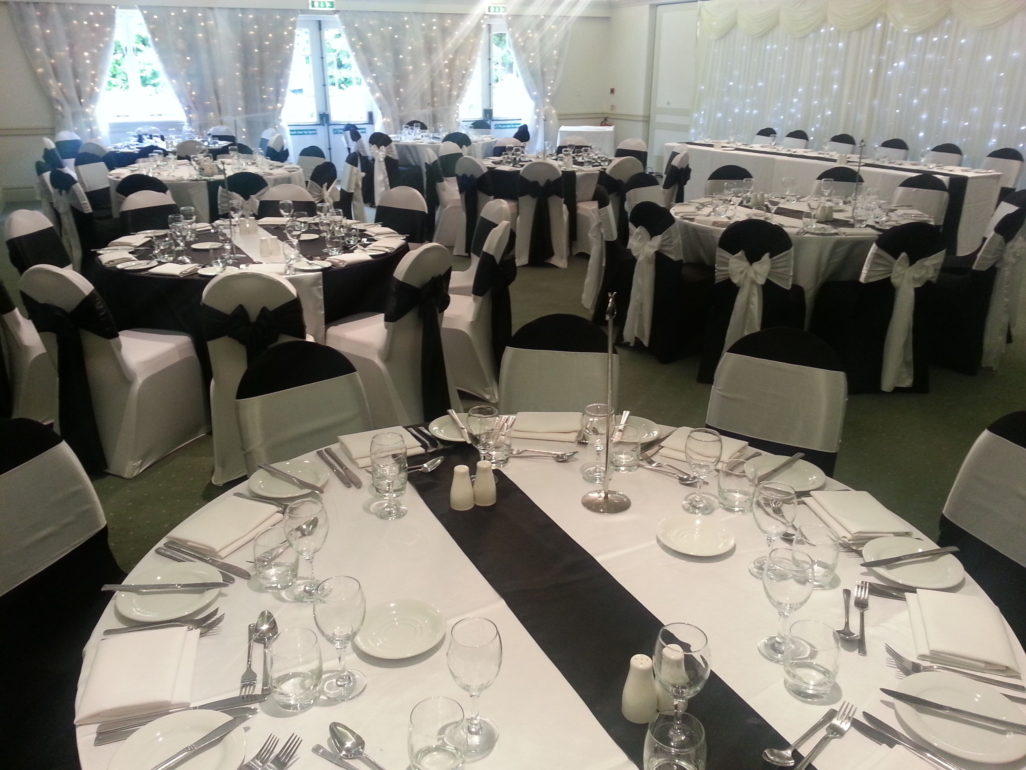 Astounding Wow Loved Doing This Set Up Black And White Tablecloths Beatyapartments Chair Design Images Beatyapartmentscom