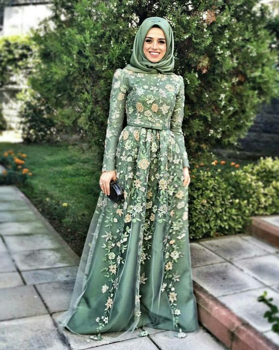 b76b302eeebd6 2019 Tesettür Abiye Modelleri Yeşil Uzun Tül Etekli Çiçek Desenli ...