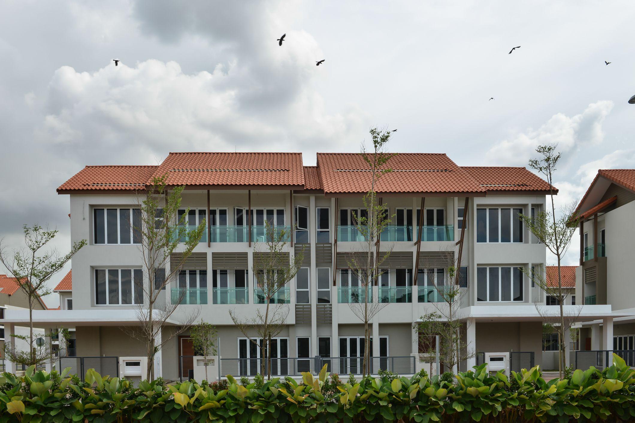 A Renaissance Piazza Modern Portuguese Minimalism Decorismo Weekend House Building Exterior Courtyard House