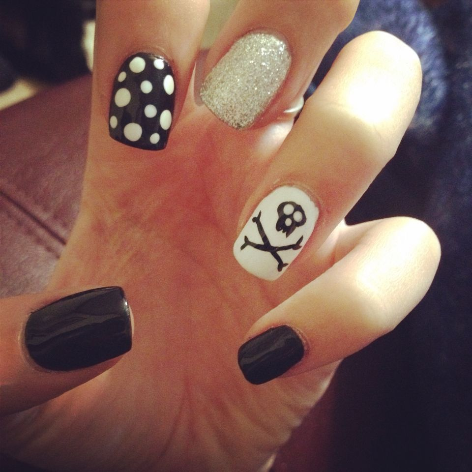 Halloween nails, Skull nails and crossbones, black, white ...