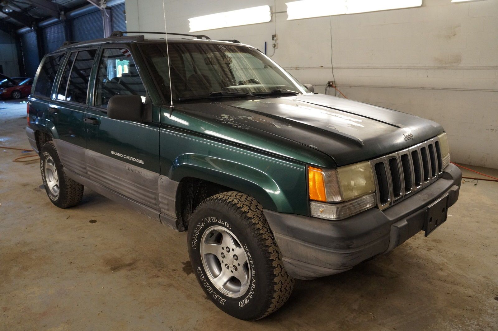 Car brand auctionedJeep Grand Cherokee 4x4 Laredo NO