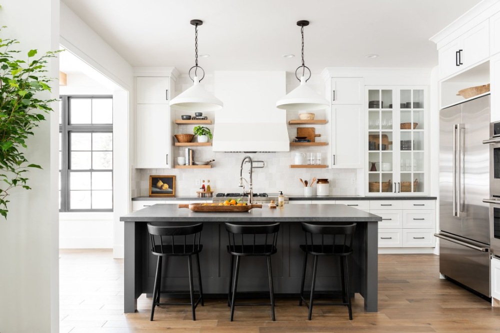 Black & White Transitional Kitchen in 2020 (With images