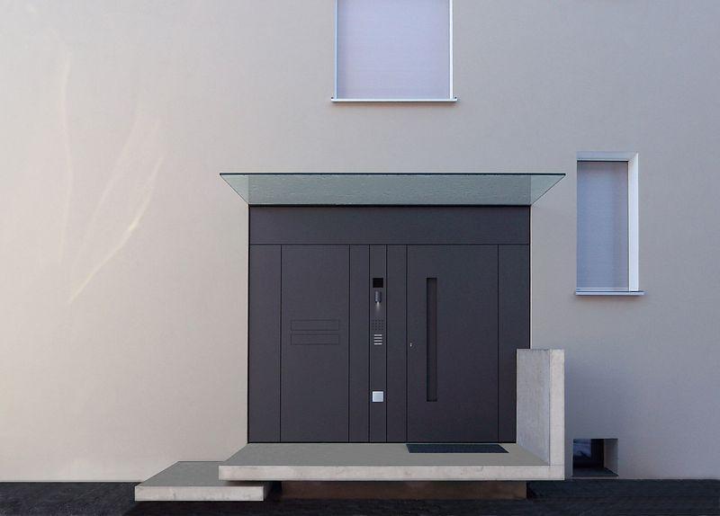 wow was f r eine eingangssituation eine kleine treppe und ein podest mit sichtbeton und dann. Black Bedroom Furniture Sets. Home Design Ideas