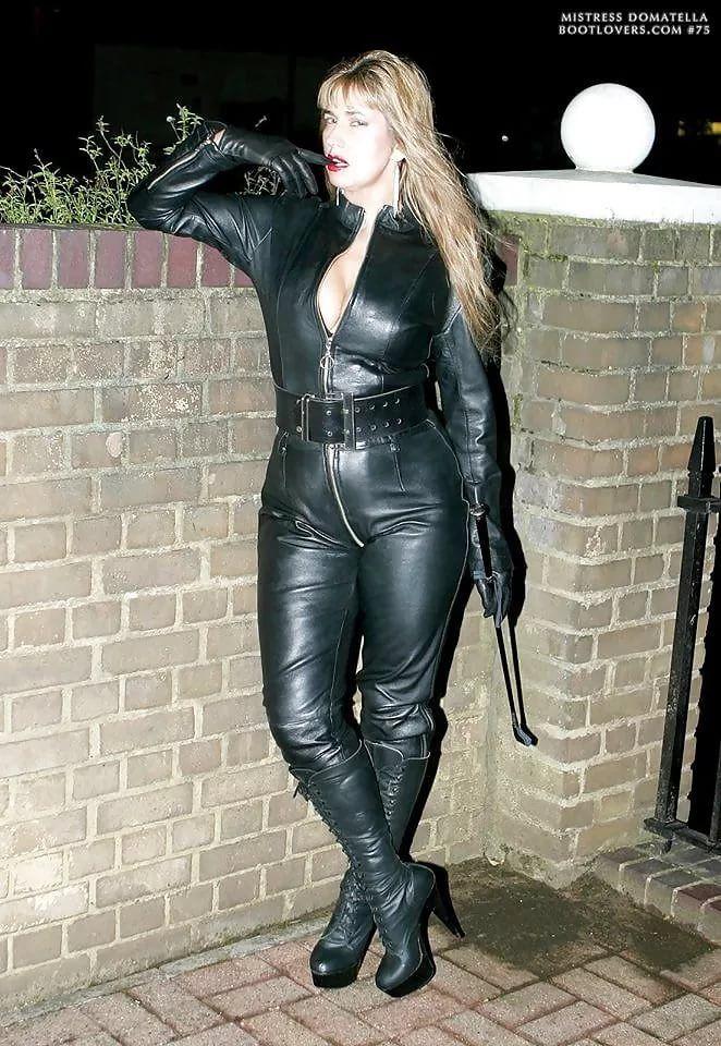 i (662×960) | Smoking girls | Pinterest | Leather catsuit ...
