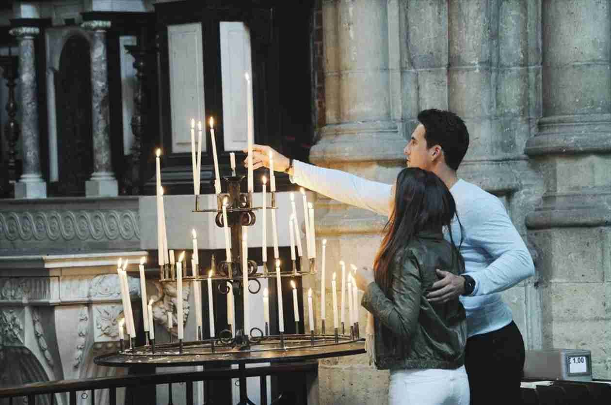 Andi Dorfman and Josh Murray Light Candles at the Cathedral in Episode 7