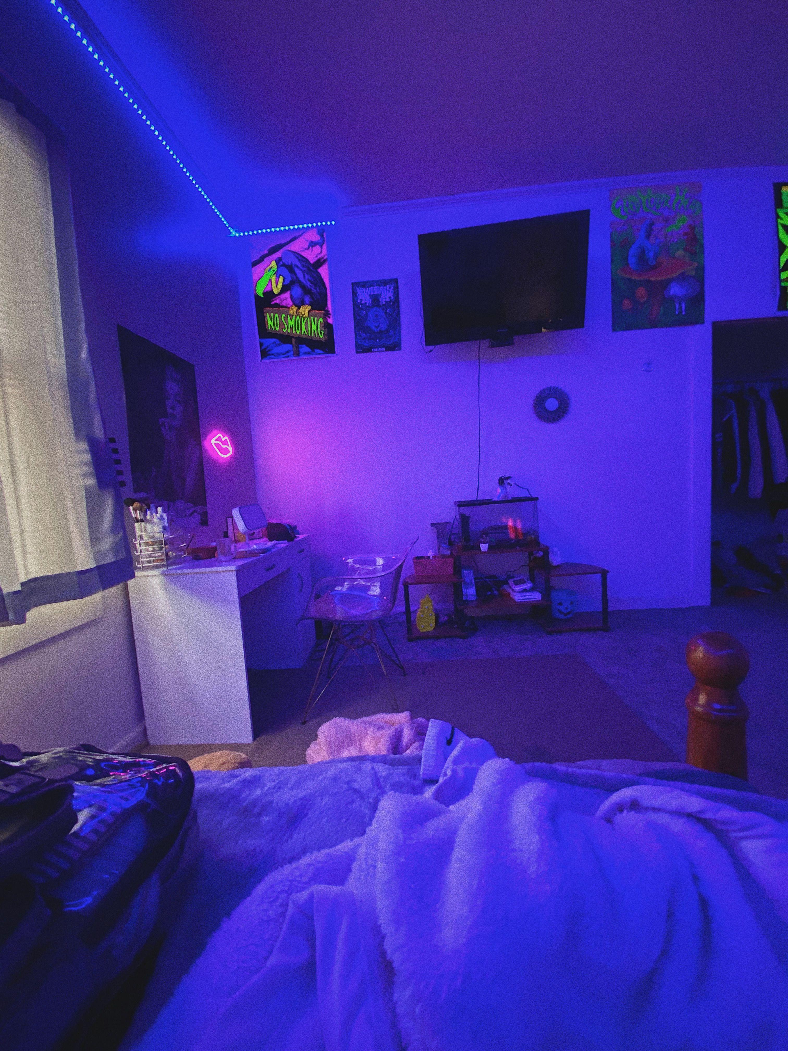 aesthetic room 👽 in 19  Neon bedroom, Neon room, Retro room