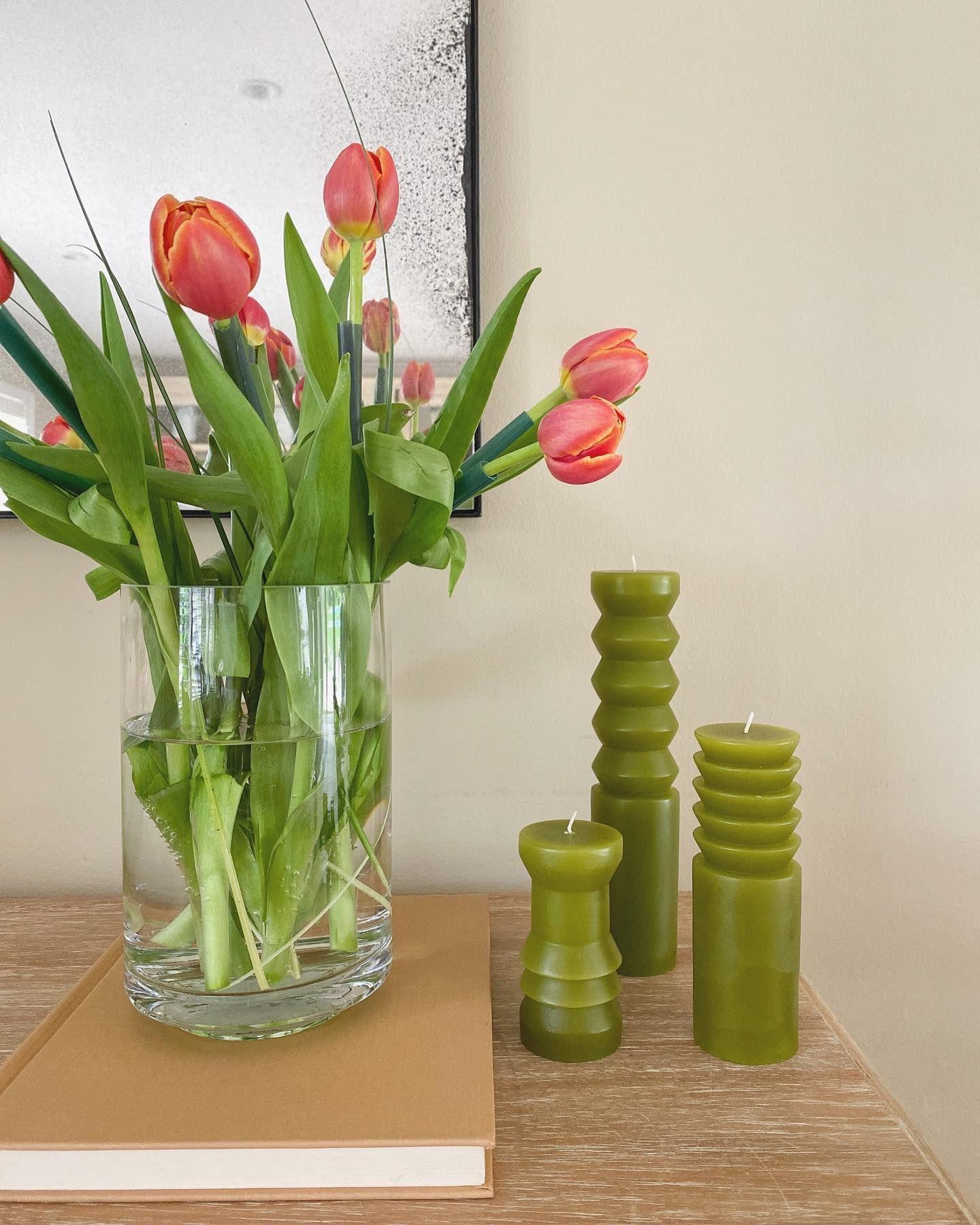 Sunday freshness  . . . . #allthingsbotanical #floralife #floweraddict #tulips #flowergram #flowersmakemehappy #summervibes #aesthetics #homeaesthetics #cornerofmyhome #blogwithme #flowerpowered #flowersoftheday #simplepleasures #flowerlife #postitfortheaesthetics #cb2 #areaware #candles #90svintage #discoverunder20k #picsoftheday #curatedhome #curateyourownfeed
