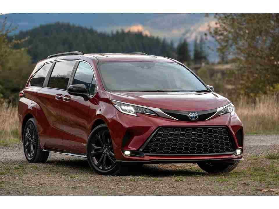 تويوتا سيينا 2021 الجديدة المعاد تصميمها تصنف في منتصف فئة سيارات الميني فان لديها مقاعد فسيحة والعديد من ميزات السلامة واقتصاد Sport Cars Toyota Toyota Sienna
