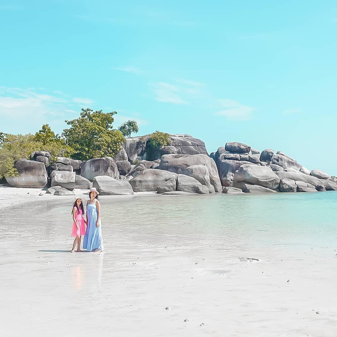 Berfoto Di Pinggir Pantai Tanjung Tinggi Belitung Image From Theresiatristanti Di 2020 Pantai Pemandangan Foto Wisata