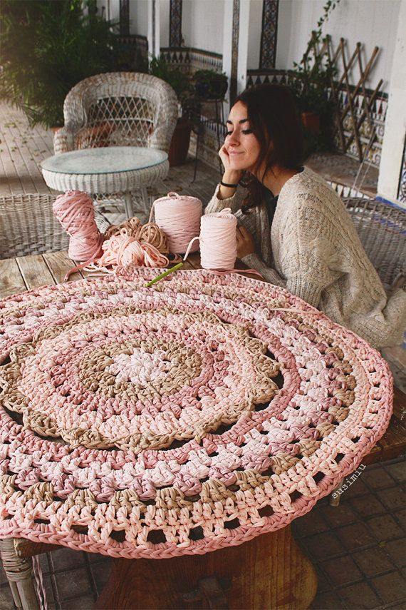 Carpet of trapillo with flower in the center crochet and knitting pinterest alfombras de - Alfombras ganchillo trapillo ...