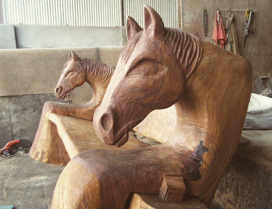This isn't an original design. It's based on a bench that a client liked that he'd seen online and asked me to try to reproduce.  Nowhere near as nice as the original but I tried my best!  Quite pleased with it but the eyes are way too big! ???????????? #horse #bench #replica #chainsawart #chainsawcarving #chainsawsculpture #woodcarving #woodcarvingtoo This isn't an original design. It's based on a bench that a client liked that he'd seen online and asked me to try to reproduce.  Nowhere near as #woodcarvingtoo