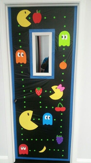 Pacman door decoration Puertas Pinterest Doors, Decoration and - preschool halloween decorations