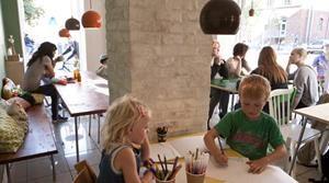 Saks Corner Hyggelig Børnevenlig Cafe Med Simpelt Menukort Og