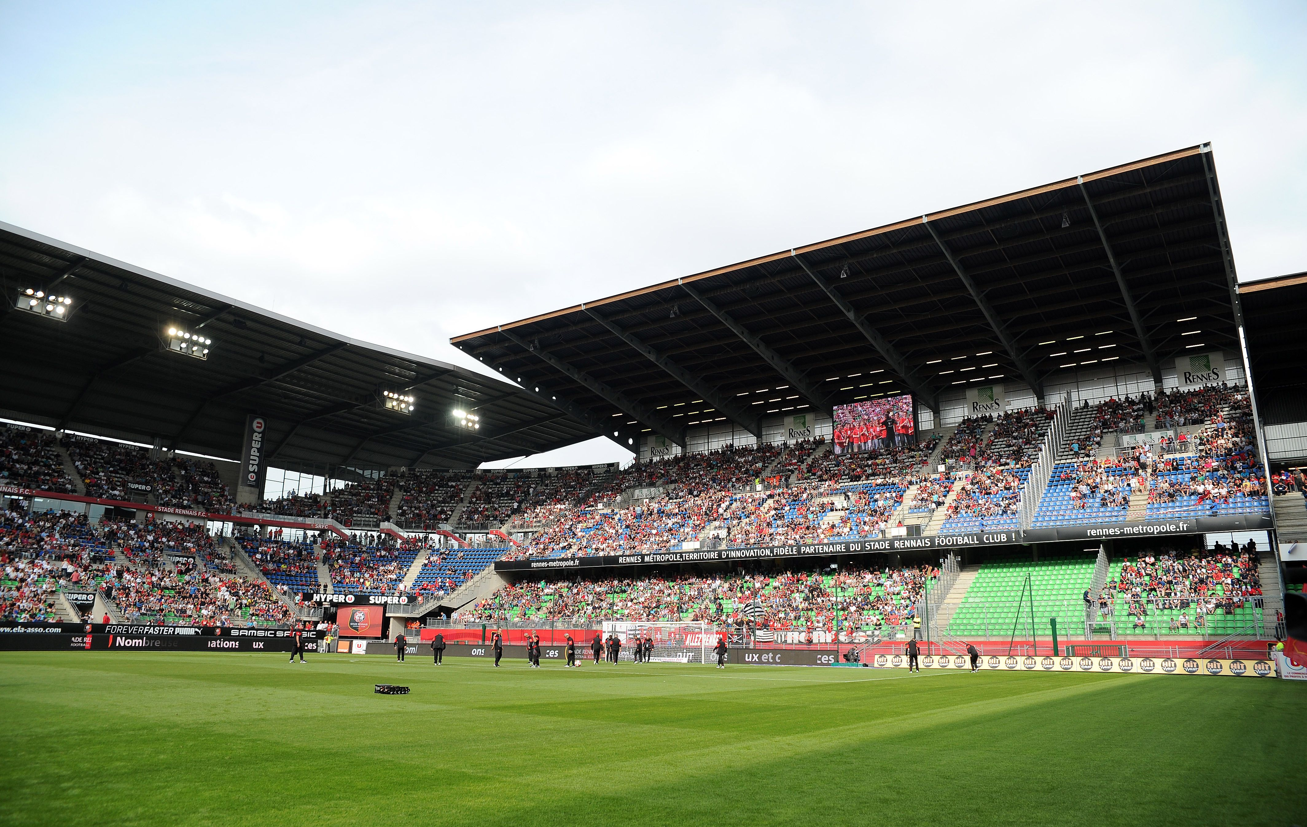 Rennais le roazhon park nomm stade de la route de lorient jusqu 39 en 2015 est un stade de - La route du meuble rennes ...